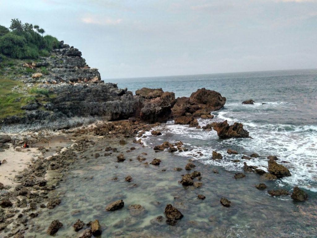 Keindahan panorama pantai Sembukan