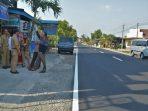 Hadi Santoso wakil Ketua Komisi D Tinjau jalan Provinsi Parcimantoro Wonogiri yang diperbaiki atas usulan warga wonogiri